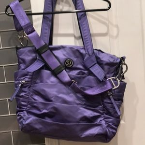 Lululemon lavender shoulder yoga bag